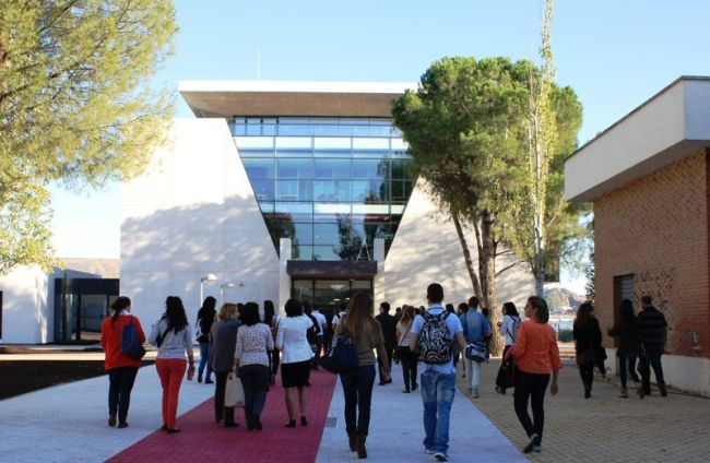 Cardenal Cisneros University College offers an Expert in CLIL Postgraduate Course - Campus